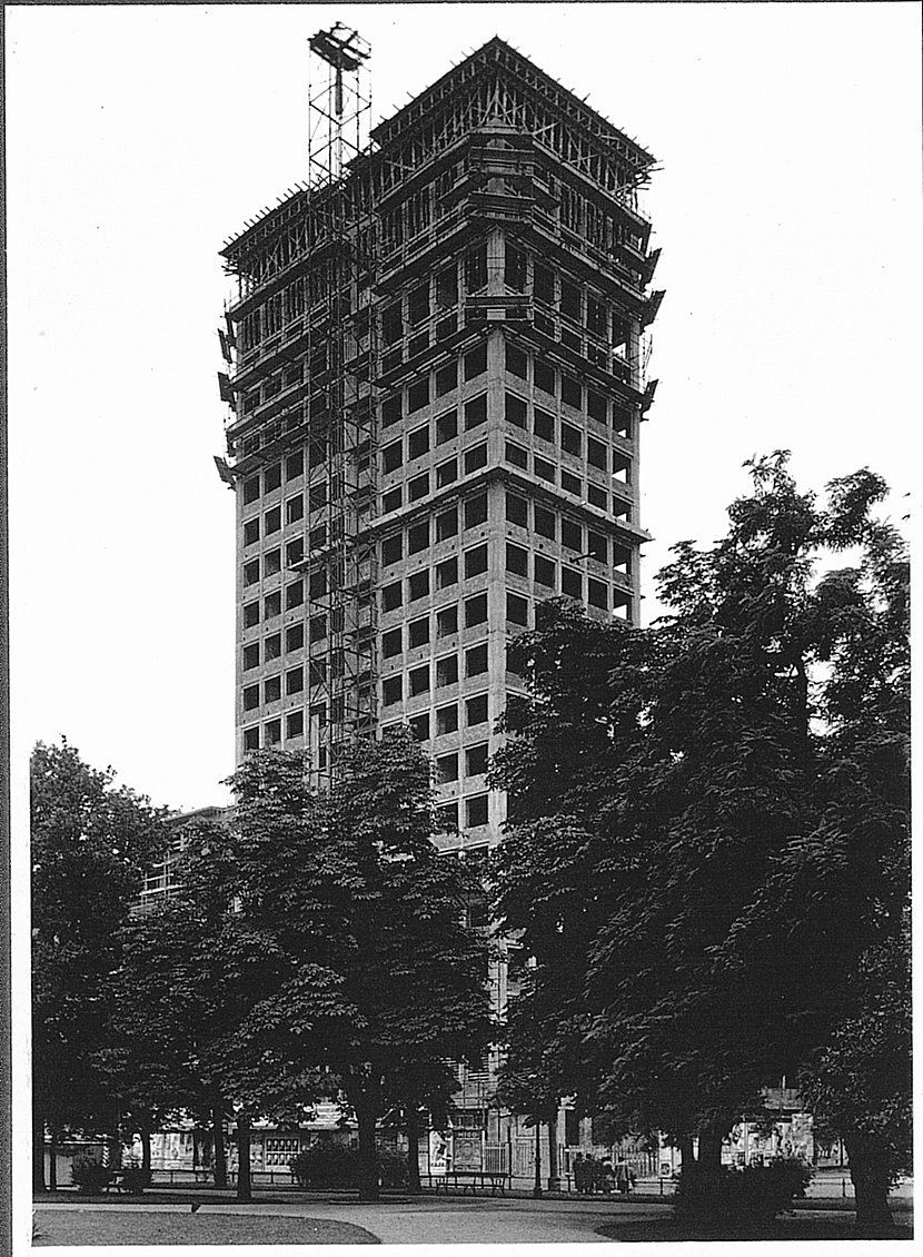 Image of the construction of the Ringturm
